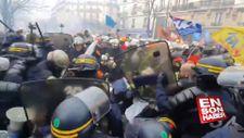 Fransa'da protestoculara polis şiddeti