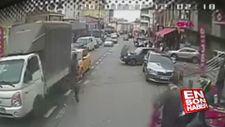 Ataşehir'de yanan otomobili, otobüs şoförü söndürdü
