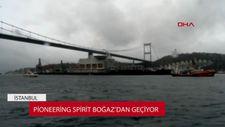 Dünyanın en büyük gemisi İstanbul Boğazı'ndan geçiyor
