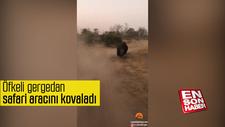 Öfkeli gergedan safari aracını kovaladı