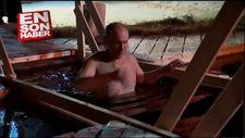 Putin dini bayram ritüeli için buz gibi suya daldı