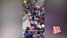 Çin'de insanlar açık alanlara akın etti