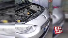 Satın aldığı otomobilin motorundan yılan çıktı