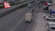 Yayaya yol veren sürücüye arkadan çarptı