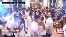 Filipinler'de 200 çift maske takıp aynı anda dünyaevine girdi