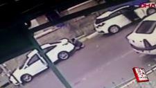 Camiye giren adamın aracından 700 bin TL'lik altın çaldılar
