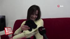 Annesi tarafından reddedilen kuzuya annelik yapıyor