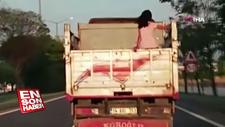 Küçük kızın kamyon kasasında tehlikeli yolculuğu