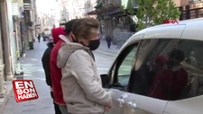 İstiklal'de  3 arkadaşa biner lira para cezası kesildi