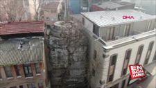 İstanbul'da tarihi eser iki bina arasına sıkıştı