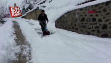 Ot biçme makinesiyle kar küreyen Karadenizli