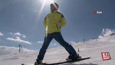 Görme engeline aldırmadı, kayak yapmayı öğrendi