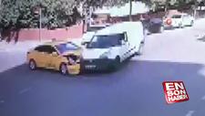 Taksi ile hafif ticari araç kafa kafaya çarpıştı