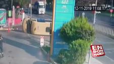 Bağcılar'da minibüs ters yoldan giderken kaza yaptı