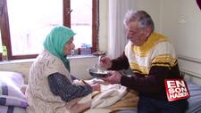 102 yaşındaki annesine büyük fedakarlıkla bakıyor