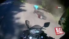 Virajı alamayan motosikletli kendini yerde buldu