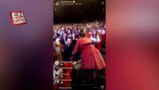 Sertap Erener konserine gelen Ahmet Kural'ı öptü