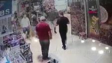 Kapalıçarşı'daki ensaf baba-oğula komşuları saldırdı