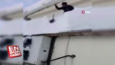 Çatıdaki karı temizlerken yere çakıldı