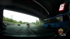 Öfkeli sürücüyü işaret fişeğiyle vurdu