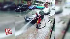 Esenler'de sokakları dans ederek temizleyen işçi