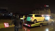 2 kişinin yaralandığı kazada taraflar yol ortasında kavga etti