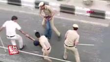 Hint polisi palalı saldırgana sopalarla saldırdı