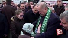 Cumhurbaşkanı Erdoğan, yaşlı teyzeyle sohbet etti