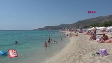 Antalya'da tatilciler sahilleri doldurdu