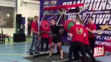 250 kiloluk halteri kaldıramayınca bacakları kırıldı