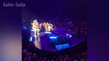 Lady Gaga, sahneden düştü