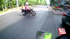 Hatalı dönüş yapan motosikletli bisiklet sürücüsüne çarptı