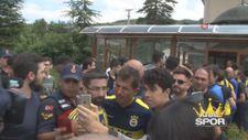 Fenerbahçeli futbolculara Cuma namazı çıkışında yoğun ilgi