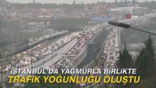 İstanbul'da yağmurla birlikte trafik yoğunluğu oluştu