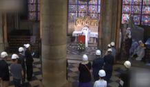 Notre Dame'da beyaz baretli ayin