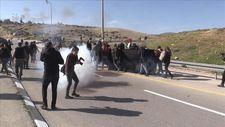 Irkçı yol'u protesto eden Filistinlilere İsrail güçlerinden saldırı